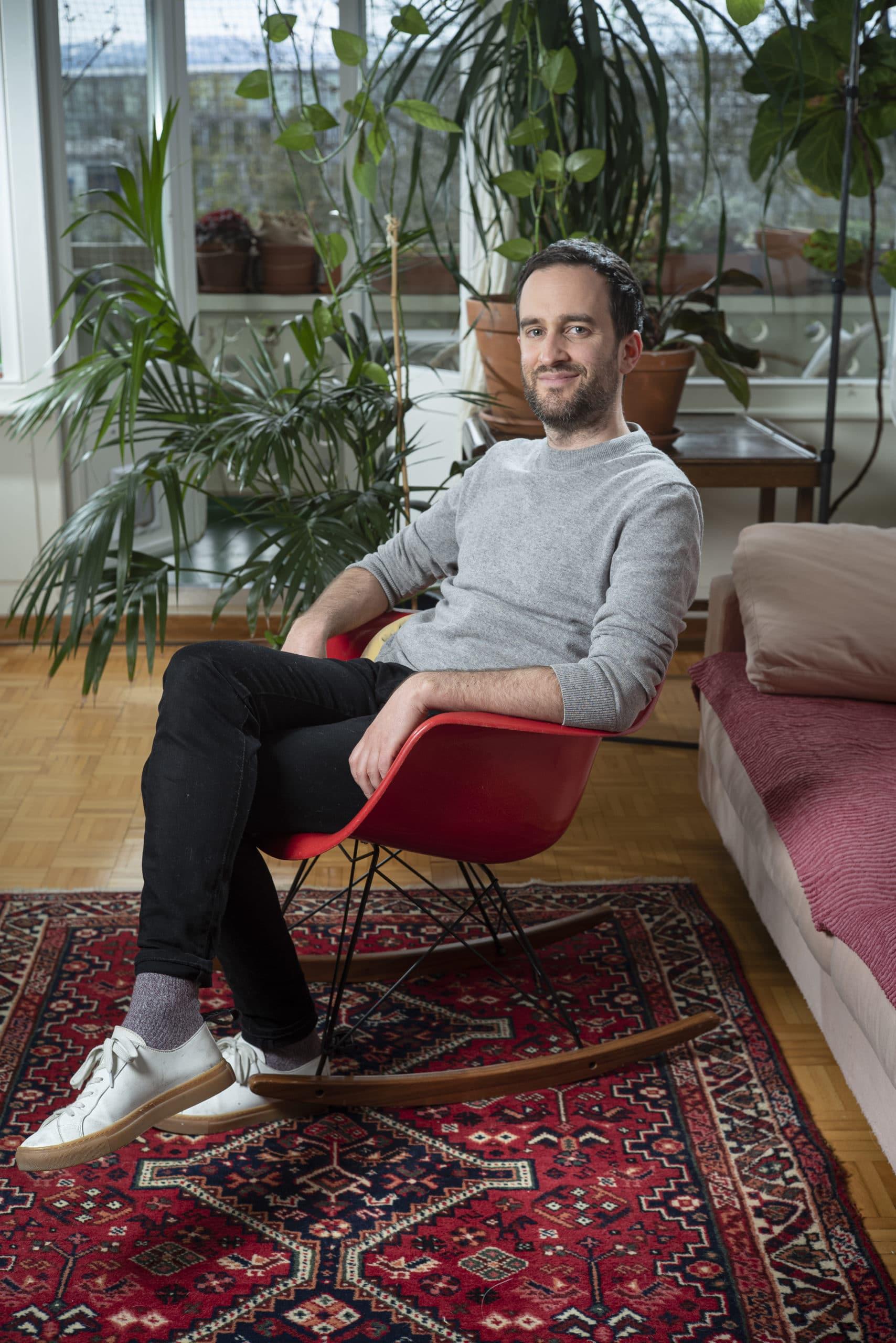 Portrait de Julien, membre du Forum Citoyen de Genève